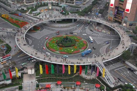 Amazing Circular Pedestrian Bridge In Lujiazui, China