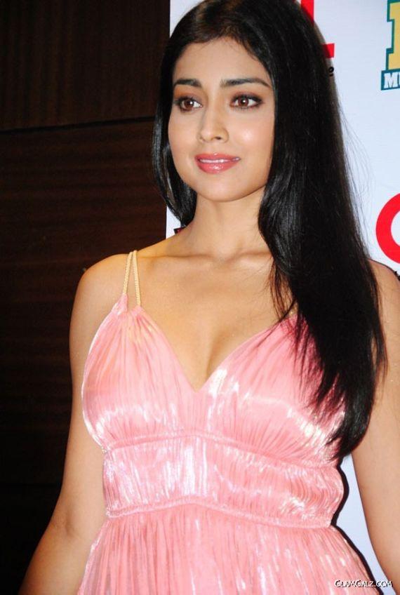 Shriya Saran At The CCL Press Event