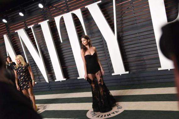 Emily Ratajkowski At 2016 Vanity Fair Oscar Party