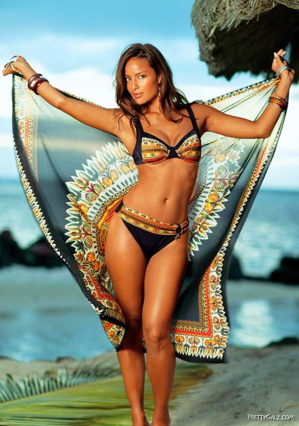 Beautiful Dutch Model Chelina Manuhutu