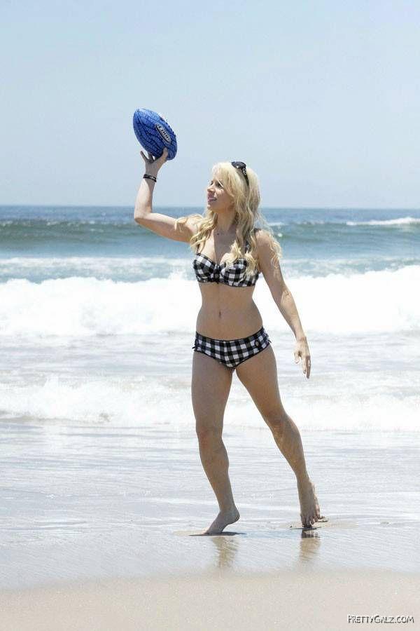 Model Jaimie Hilfiger On The Beach