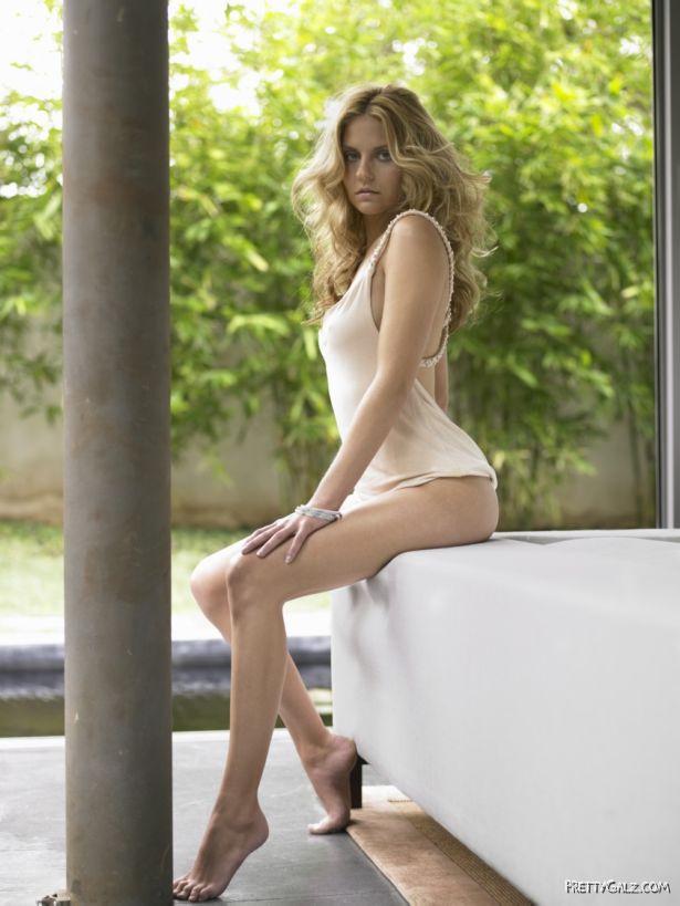 Nikki Griffin Glamorous Photoshoot
